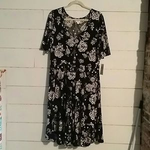 LuLaRoe 3xl Nicole Black& White Flowers